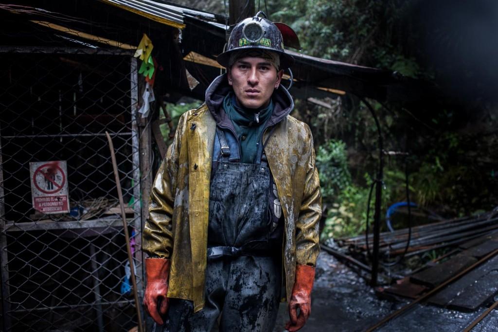 Un travailleur de la mine d'or artisanale de Cotapata, en Bolivie. - A worker from Cotapata's artisanal gold mine in Bolivia. Valérian Mazataud | Hans Lucas