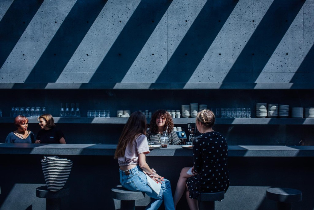 Le cafe Ssense, dans le Vieux-Montreal. Photo : Valerian Mazataud Le Devoir
