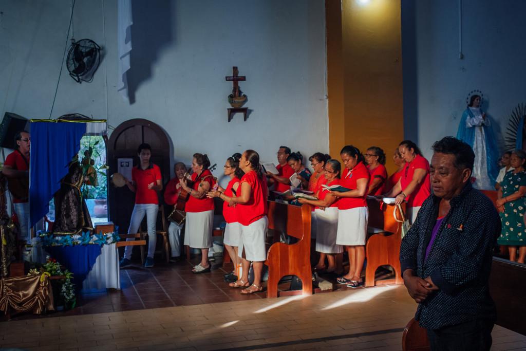 Messe avec le Padre Marcelo Perez Perez, pro-zappatiste, a  Simojovel. Photo : Valerian Mazataud Le Devoir